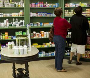 Los pobres sufren cierre de farmacias de comunidad