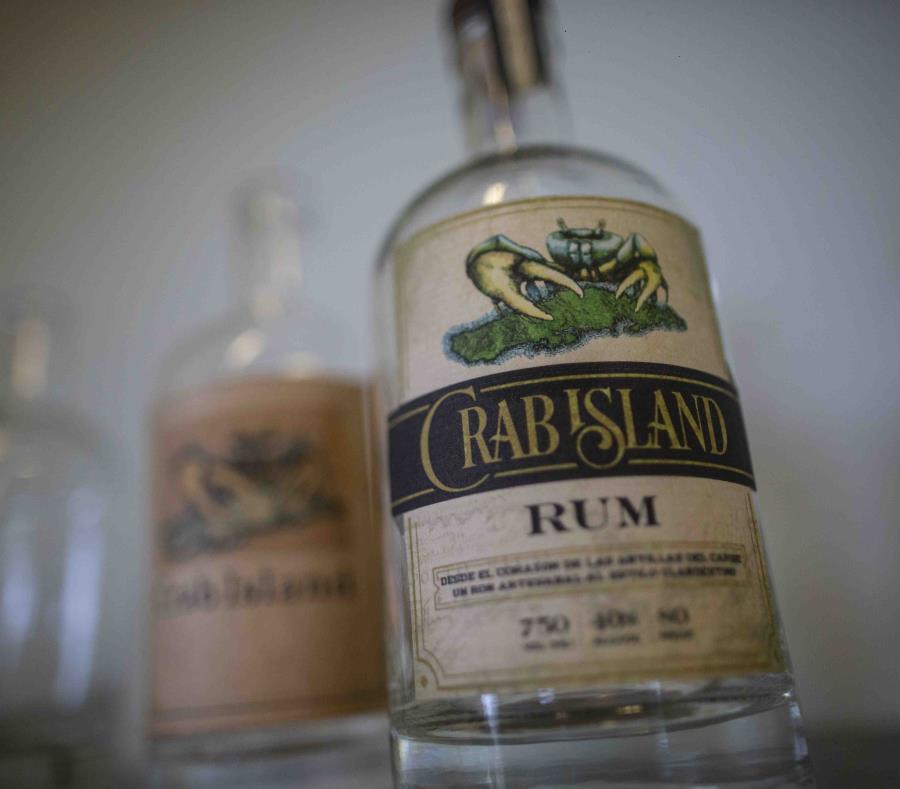 Botella del ron Crab Island. (semisquare-x3)
