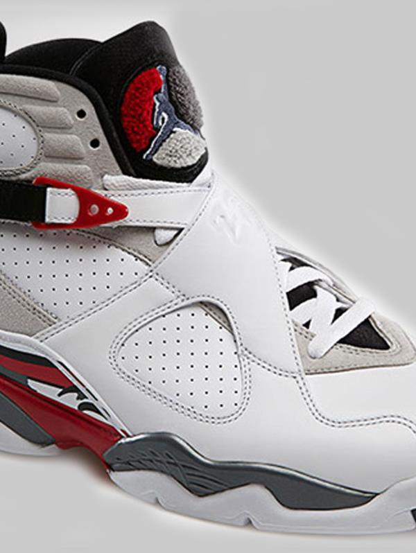 9a2137365ed11 Air Jordan VIII sale al mercado en febrero de 1993. Estos tenis tenían  muchos detalles comparado con las ediciones anteriores.