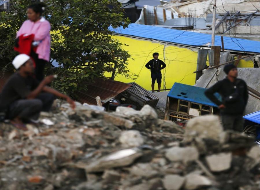 Al menos 3 muertos tras un terremoto de magnitud 6 en Indonesia (semisquare-x3)