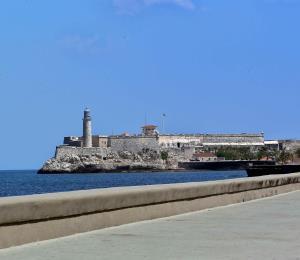 Cuba cierra del todo sus fronteras vetando vuelos comerciales y embarcaciones