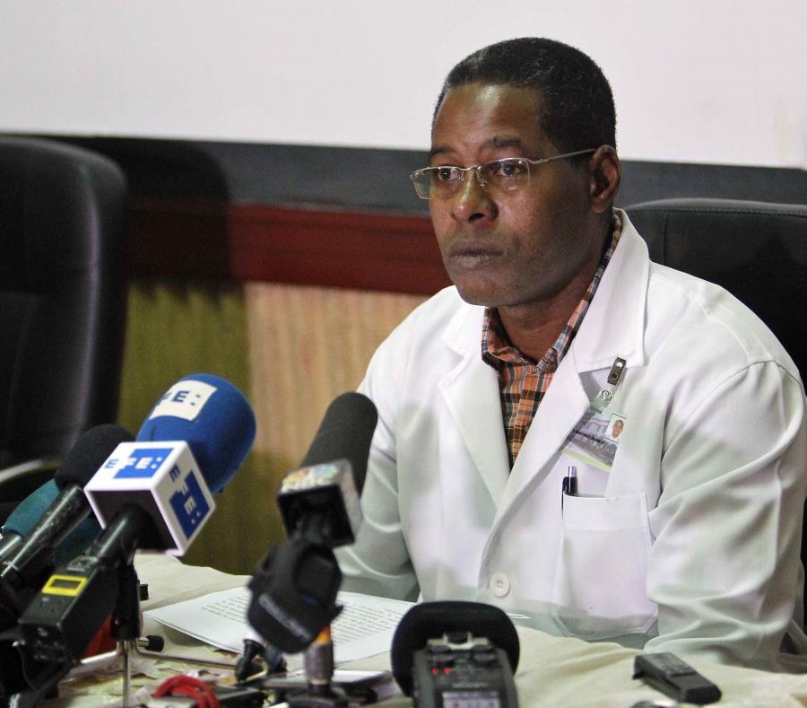 El director del Hospital Universitario General Calixto García, Carlos Alberto Martínez, señaló que se lleva a cabo un manejo intensivo de la condición clínica de Mailén Díaz. (EFE / Ernesto Mastrascusa) (semisquare-x3)