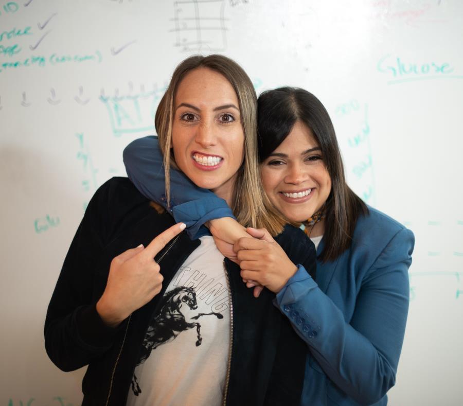 Desde la izquierda, Lauren Cascio y Dolmaria Méndez, cofundadoras del startup Abartys. (Suministrada) (semisquare-x3)