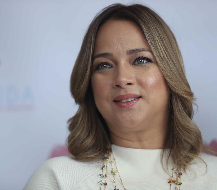 Adamari López estaría embarazada de gemelos y no enferma de influenza