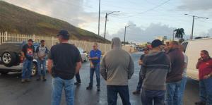 Celadores de línea de la UTIER bloquean entrada de oficinas técnicas de la AEE en Monacillos