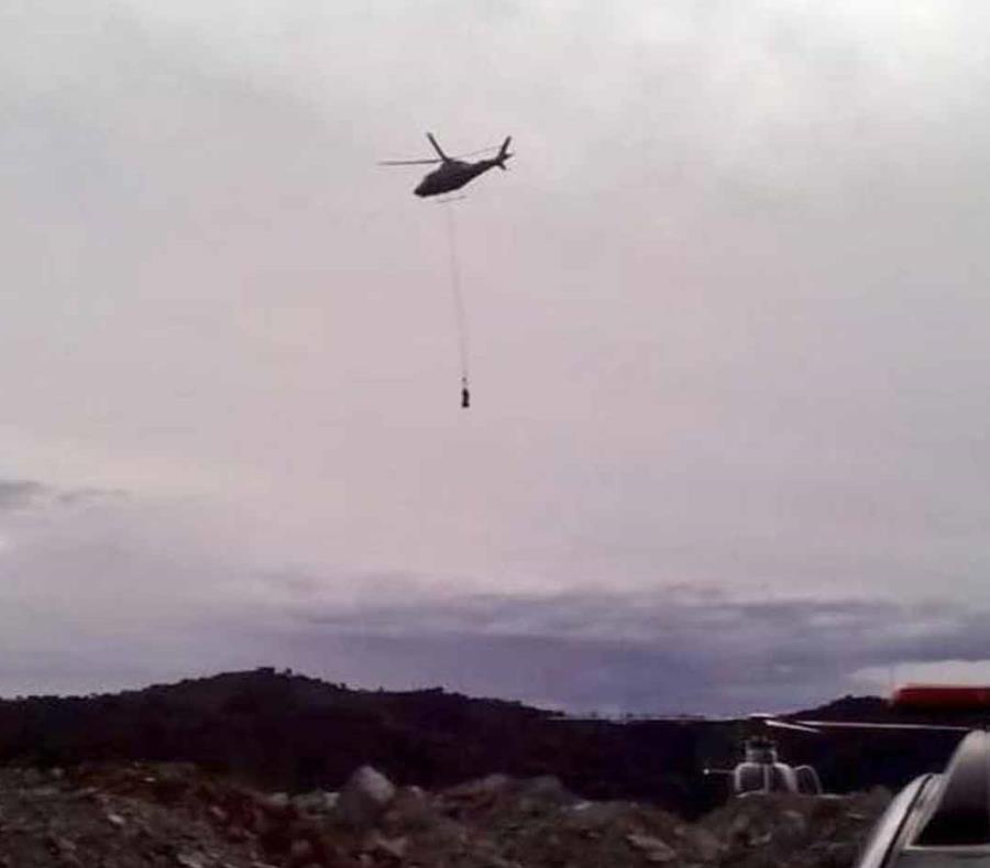 Los rescatistas sacaron a las personas de la cabina por medio de helicópteros. (Fuente / Alcaldía de Medellín) (semisquare-x3)