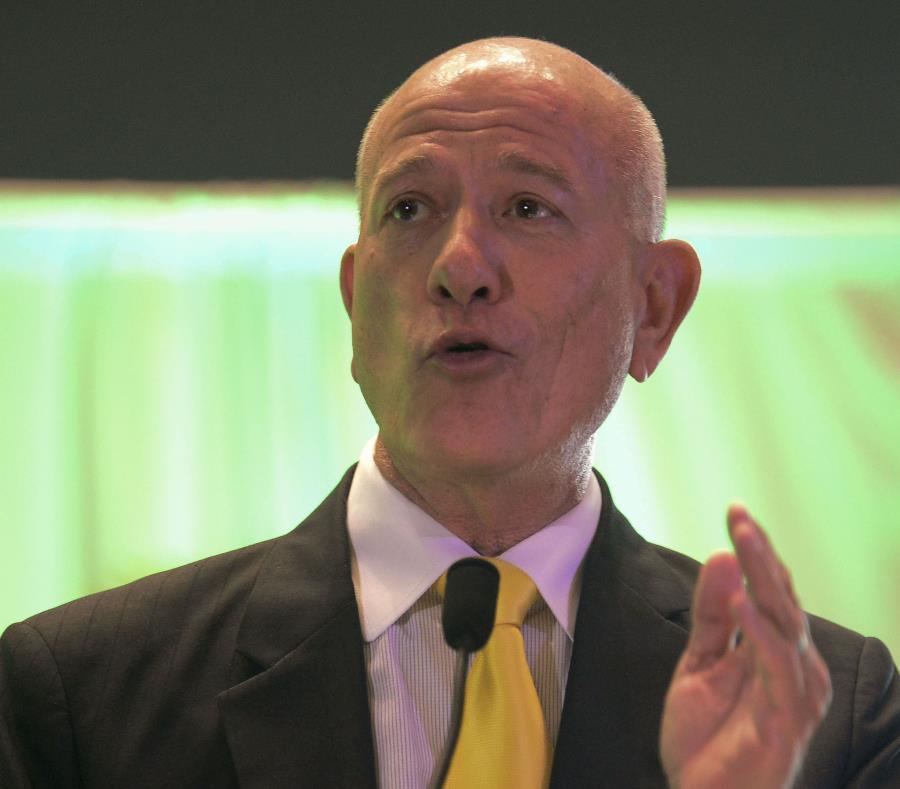 El senador novoprogresista Larry Seilhamer, al presentar la medida en el hemiciclo, argumentó que la Legislatura pudiera rechazar un contrato si no está satisfecha con el costo negociado de energía. (semisquare-x3)