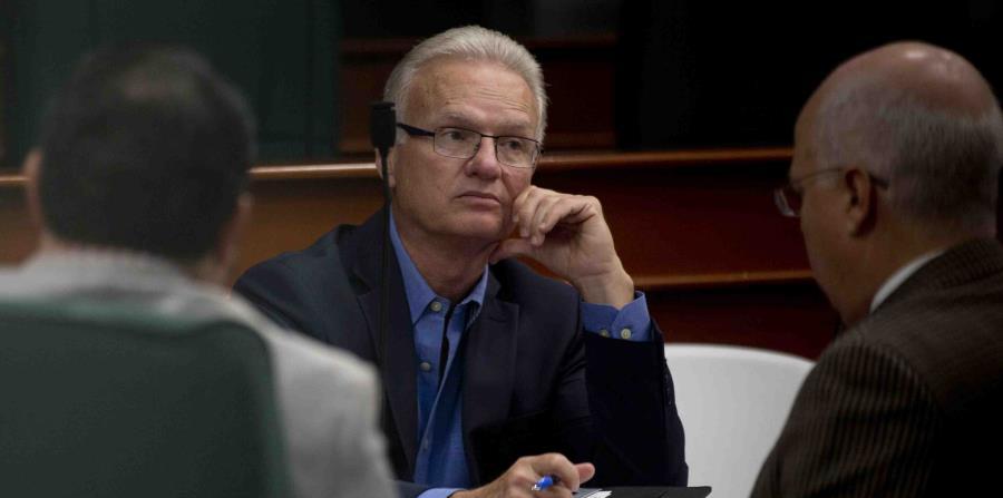 El alcalde Ramón Luis Rivera Cruz llegó hasta El Capitolio para discutir el proyecto de la Cámara 1411 que busca eliminar el impuesto a las mercancías almacenadas. (horizontal-x3)