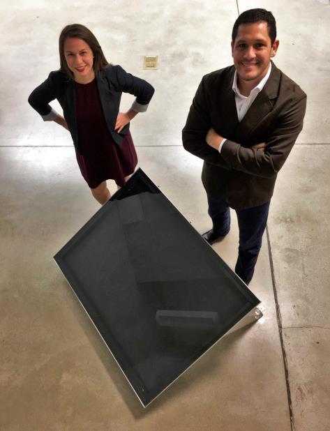 Sheilla Torres y José Lebrón lanzan el calentador compacto y rediseñado Sunne Heater. (vertical-x1)