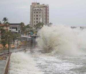 Dorian, las olas y la arena perdida