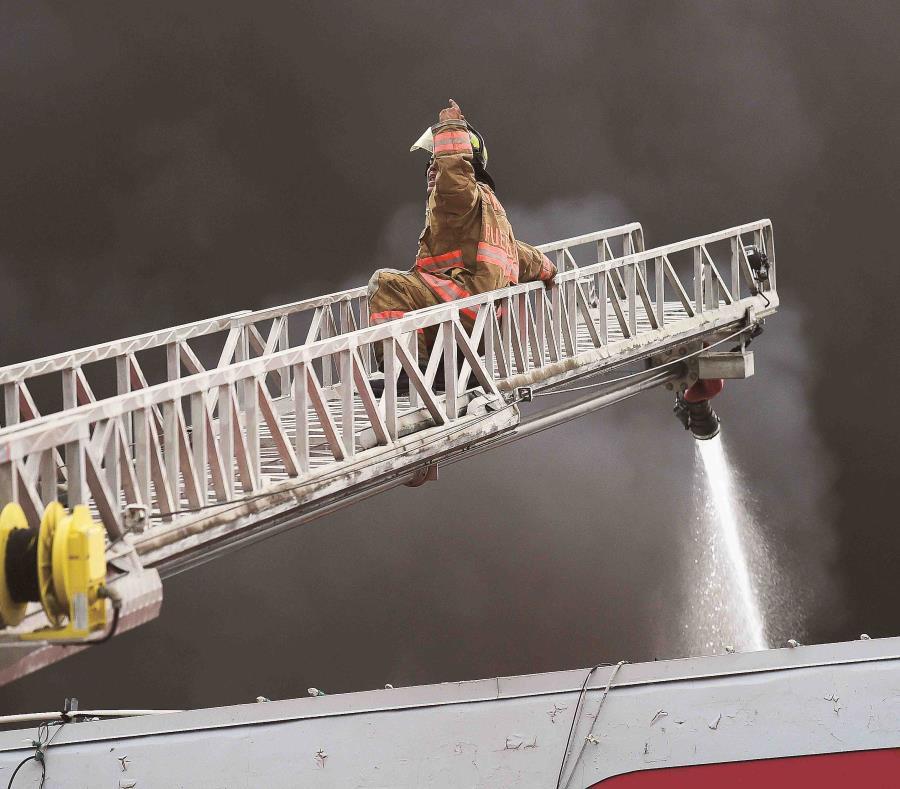 El incendió fue sofocado en la madrugada del domingo, tras varias horas de esfuerzos. (GFR Media) (semisquare-x3)