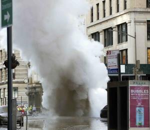 Un tubo subterráneo explota en la Quinta Avenida de Manhattan