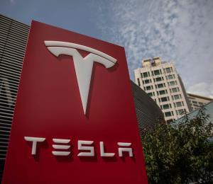 Acciones de Tesla caen fuertemente en Wall Street