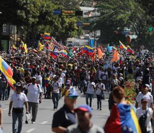 Aviones de Estados Unidos llevarán más ayuda a frontera de Venezuela