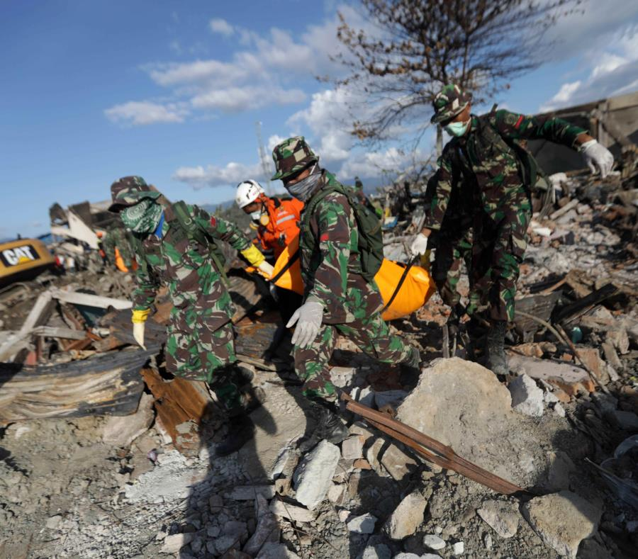 Indonesia eleva a 2,010 los muertos por el terremoto en la isla de Célebes (semisquare-x3)