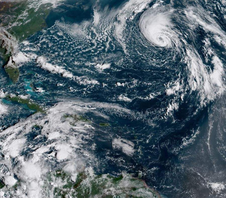 Imagen del Caribe, donde se puede ver la tormenta tropical Leslie arriba a la derecha. (semisquare-x3)