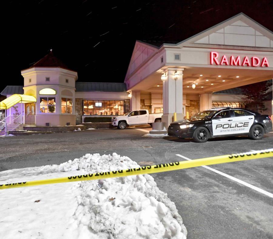 La policía de State College asiste al lugar del un tiroteo. (semisquare-x3)
