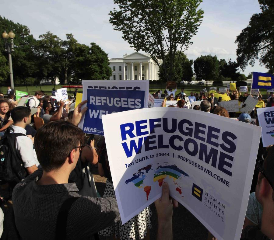 Propone Donald Trump reducir el número de refugiados admitidos