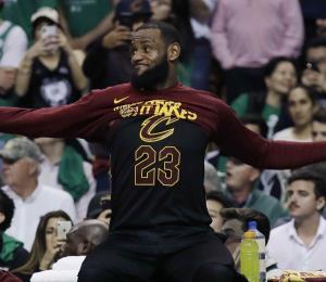 LeBron James da señales de fatiga en revés de los Cavaliers
