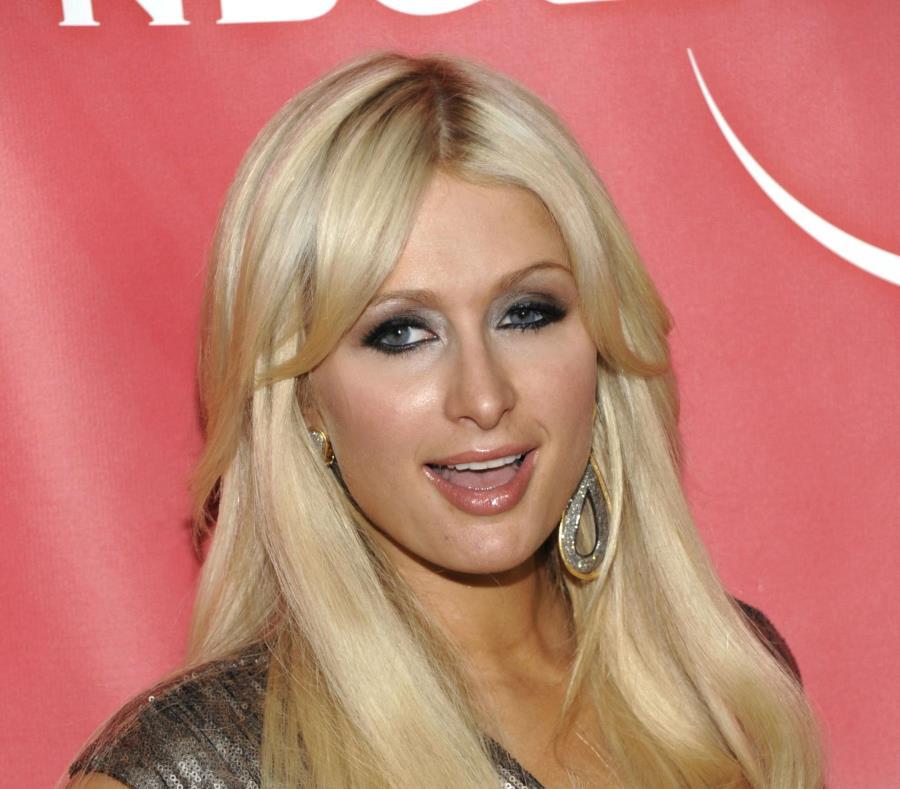 Paris Hilton está dedicada en cuerpo y alma a la planeación de su boda (semisquare-x3)