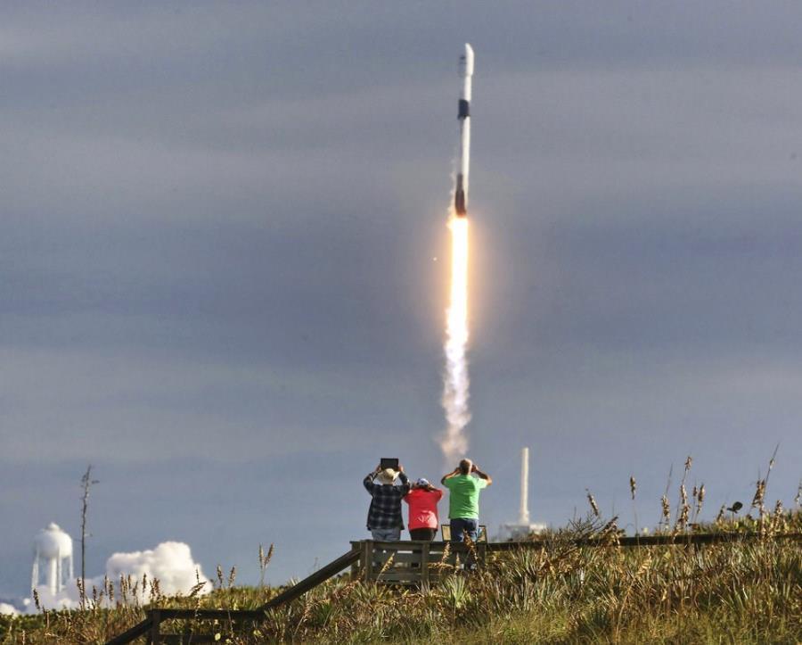 La empresa espacial de Elon Musk y la NASA han fijado para el próximo 7 de enero la fecha en que el Falcon 9 saldrá desde la plataforma 39A del Kennedy Space Center (semisquare-x3)