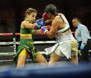 Vivian Velázquez debuta con un triunfo en el boxeo profesional en el Pedrín Zorilla