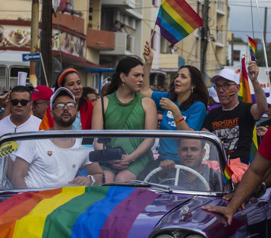 En la foto la comunidad gay de Cuba se manifiesta en una parada (semisquare-x3)
