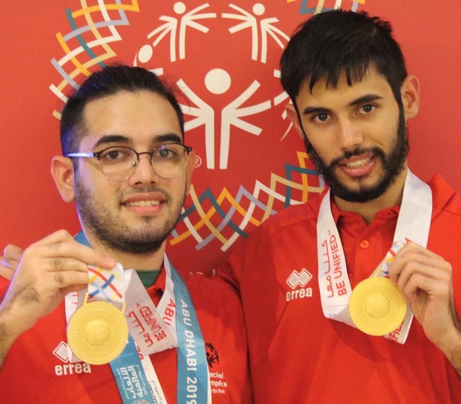 Carlos y Hammid Burgos muestran sus medallas de oro. (Suministrada) (semisquare-x3)