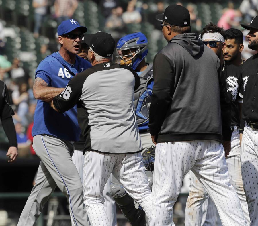 MLB suspende a jugadores de Kansas City y Chicago