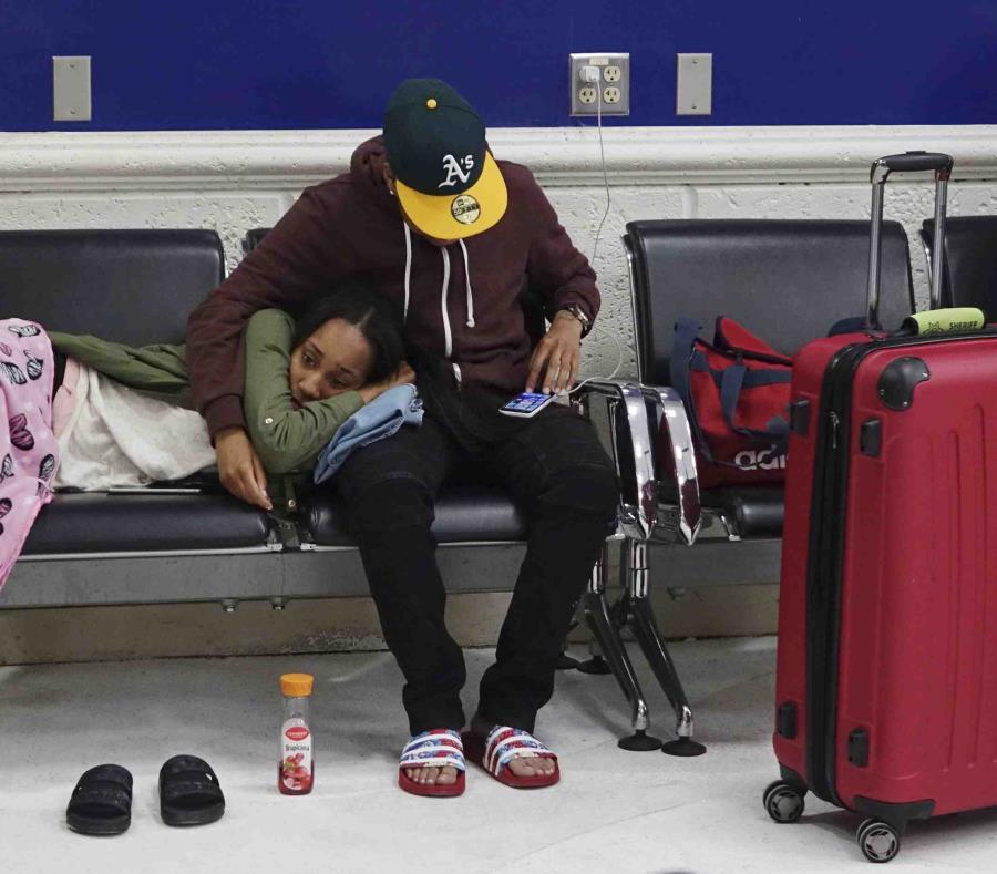 Pasajeros se rebelan tras cancelación de vuelos en Florida (semisquare-x3)