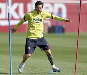 El gobierno autoriza a Liga española de fútbol a reanudar torneo en junio