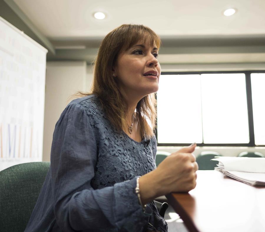 """Glorimar Andújar sostuvo que la agencia ha observado una reducción en la cantidad de casos de """"referidos"""", lo que atribuyó a un mejor adiestramiento del personal que recibe las llamadas. (semisquare-x3)"""