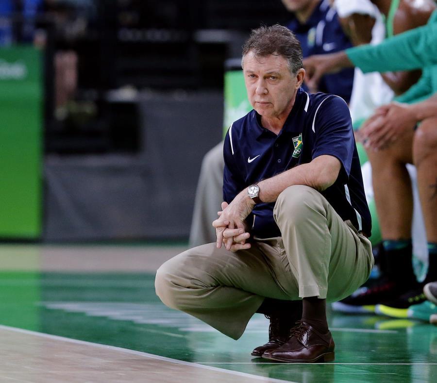 Rubén Magnano dirigió a la selección de Brasil hasta el 2016. (EFE / Archivo) (semisquare-x3)