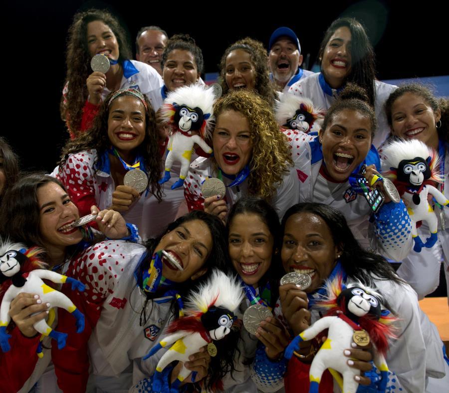 Medallas como la plata en polo acuático femenino son, a juicio de Sara Rosario, frutos de iniciativas implementadas a inicio de siglo. (semisquare-x3)