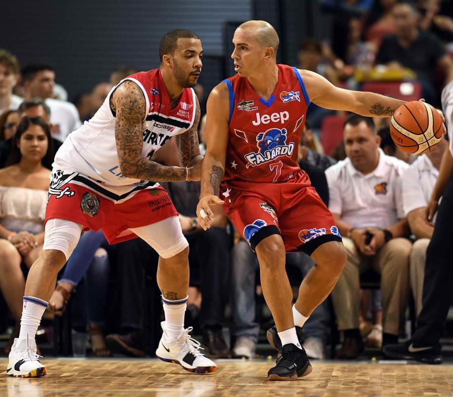 Marcus Williams (izq.) jugó en la NBA por cuatro temporadas, incluyendo con los Nets de Nueva Jersey. (semisquare-x3)