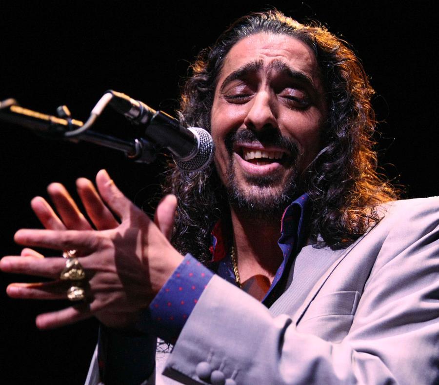 """Diego """"El Cigala"""" Jiménez Salazar durante una presentación en el Centro de Bellas en Saturce. (semisquare-x3)"""