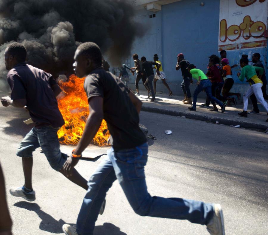 Se cumple una semana de protestas antigubernamentales — Caos en Haití