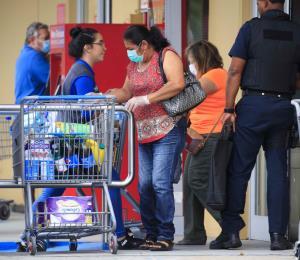 Los dueños de supermercados están molestos con la gobernadora