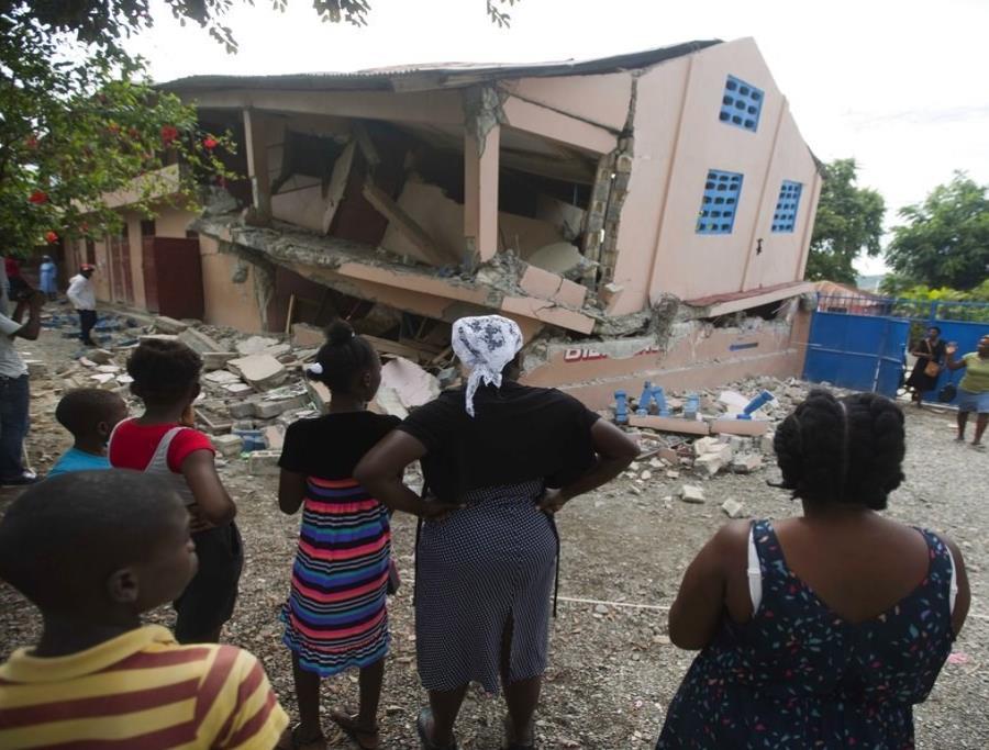 Se eleva a 15 la cifra de muertos por el sismo en Haití (semisquare-x3)