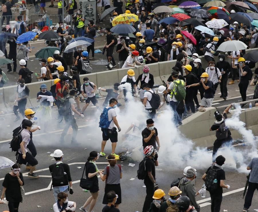 Cientos de miles de personas se concentraron de nuevo hoy en las calles de Hong Kong para protestar contra la proyectada ley de extradición (semisquare-x3)