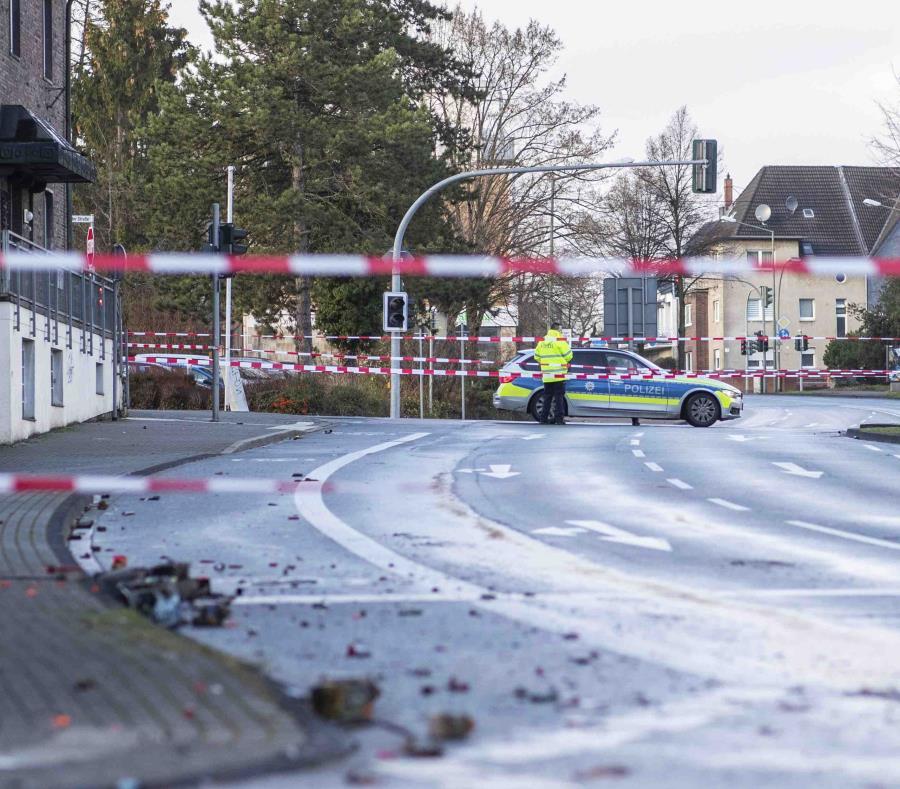 La policía bloquea una calle en Bottrop. (semisquare-x3)