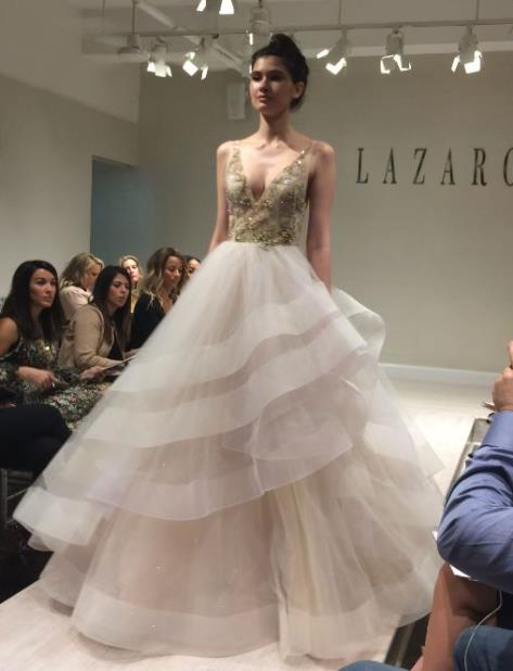 Parasarela de vestidos de novias en el New York Bridal Week (vertical-x1)