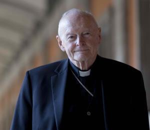 El Vaticano expulsa a excardenal McCarrick por abuso sexual