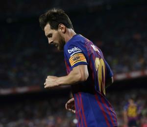 La picardía de Messi guía el triunfo del Barcelona