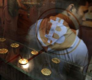 Aunque se desploma, aún hay quienes apuestan por el bitcoin