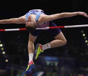 Líder del atletismo ruso es suspendido por obstrucción en investigación contra saltador de altura