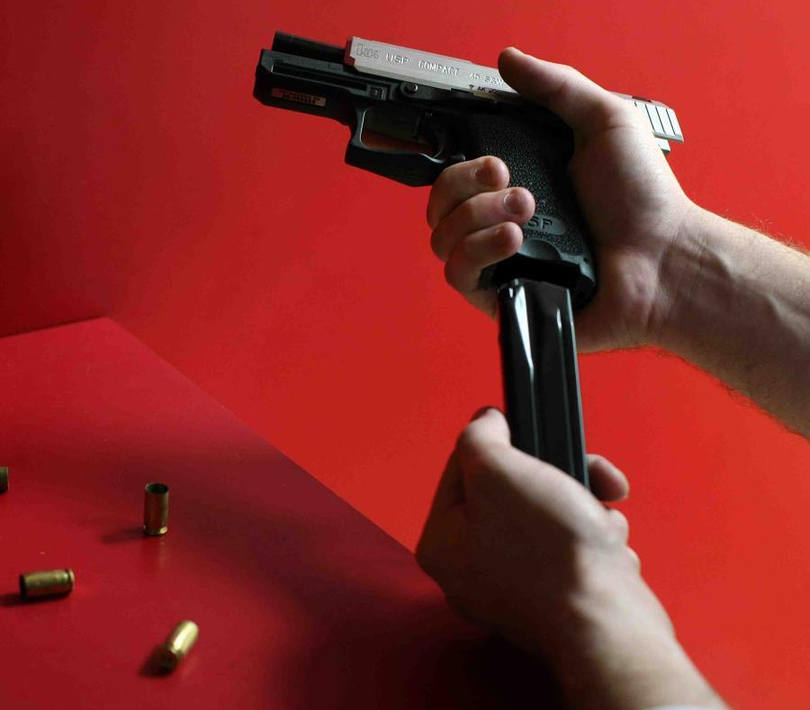 Al hombre se le ocupó un arma. (GFR Media) (semisquare-x3)
