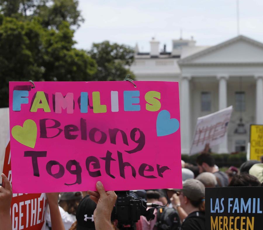 Una protesta frente a la Casa Blanca en contra de las separaciones de familias. (semisquare-x3)