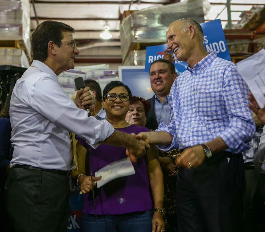 El secretario Luis Rivera Marín junto a Ricky Scott durante un mitin político en Orlando el año pasado. (GFR Media) (semisquare-x3)