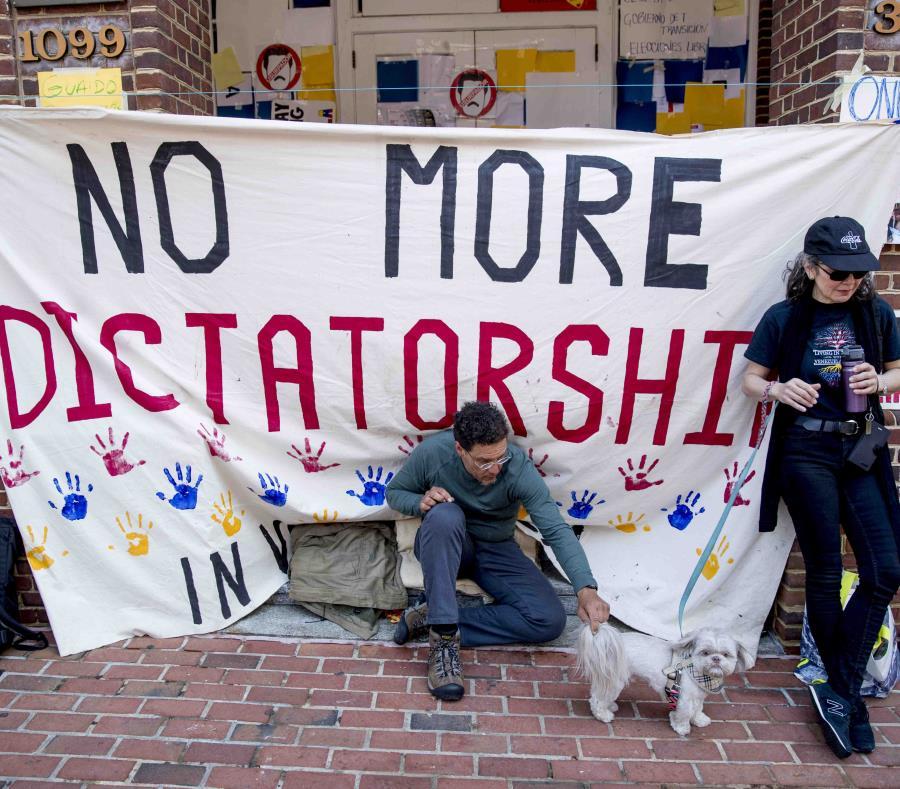 Cortan servicio de agua y electricidad a Embajada de Venezuela en Washington